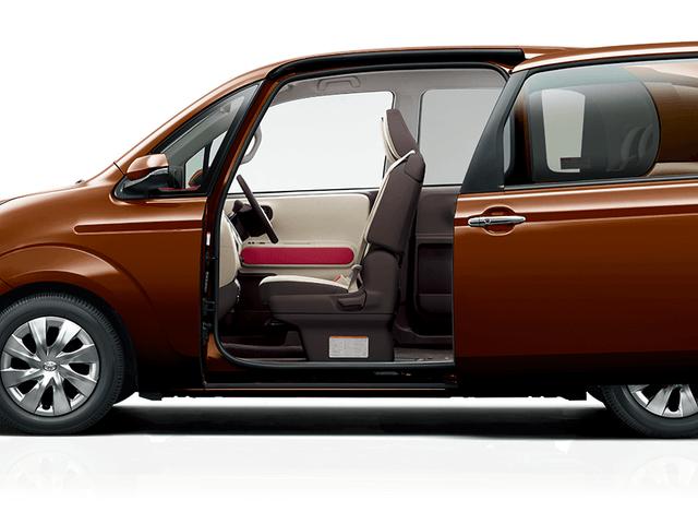 2代目トヨタ ポルテとは?電動スライドドアで乗り降りに優しいコンパクトワゴン!