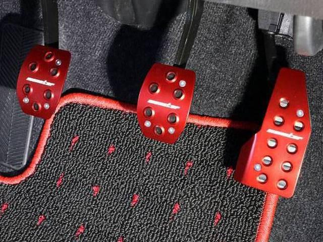 ZC33Sスイフトスポーツ!ドライバーの足元を彩るペダル特集