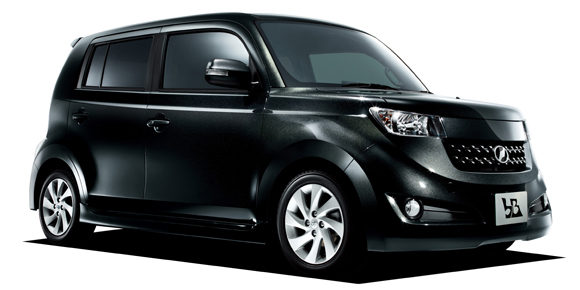 2代目トヨタ bBのカスタムパーツ情報!中古車価格や維持費も紹介