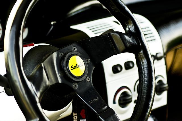 愛車に着けるならしっかり選びたい!スポーツカーにオススメのハンドル特集