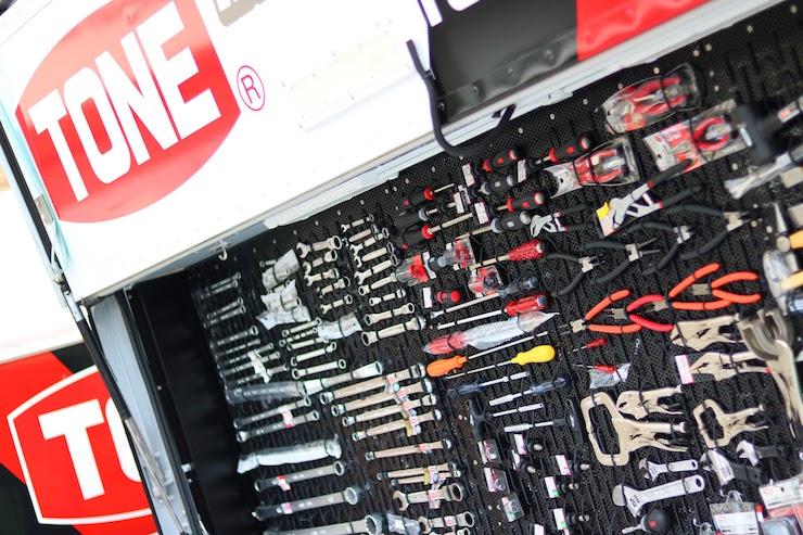 ビル、船、そしてクルマ!全てのプロがTONE工具を選ぶ理由とは?