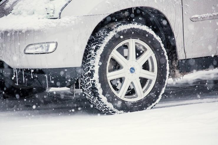 価格が安いだけ?国産海外産スタッドレスタイヤの違いを知っていますか?