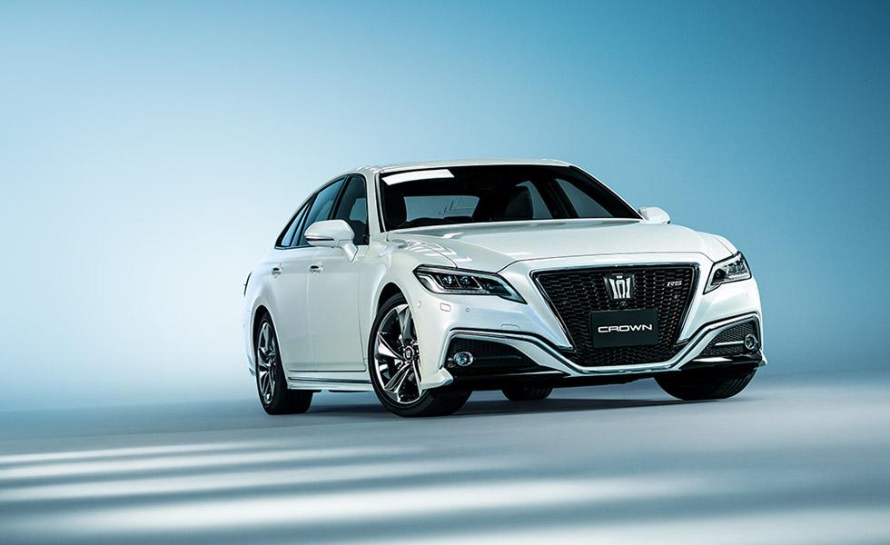 いつかはクラウン!日本が誇る高級車を彩る内装アイテムデビュー!