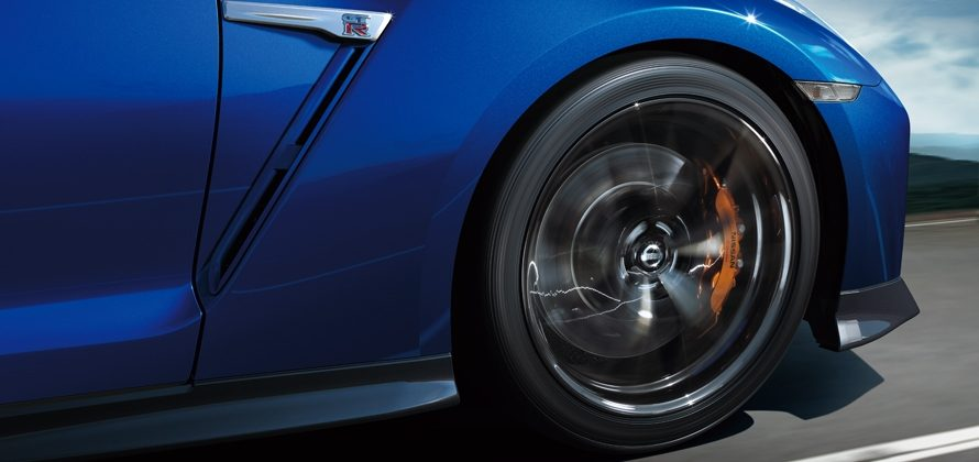 この法改正はなぜ?タイヤがフェンダーから10mmまで出てもOKになった本当の理由とは?