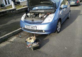 プリウスはやっちゃダメ!意外と知らないバッテリーが上がった時の対処法。