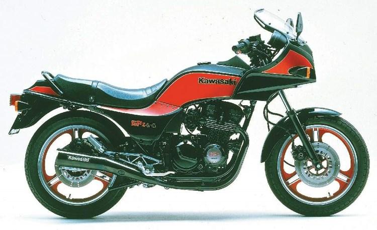 80年代を代表する名バイク!カワサキGPZ400は全ての男の子が憧れた名車だった!