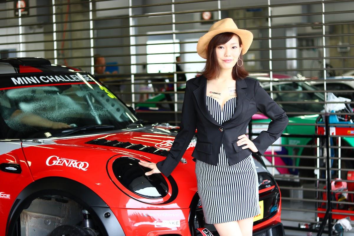 ミニチャレンジジャパン F56JCWチャレンジカー イメージガール 河谷静香