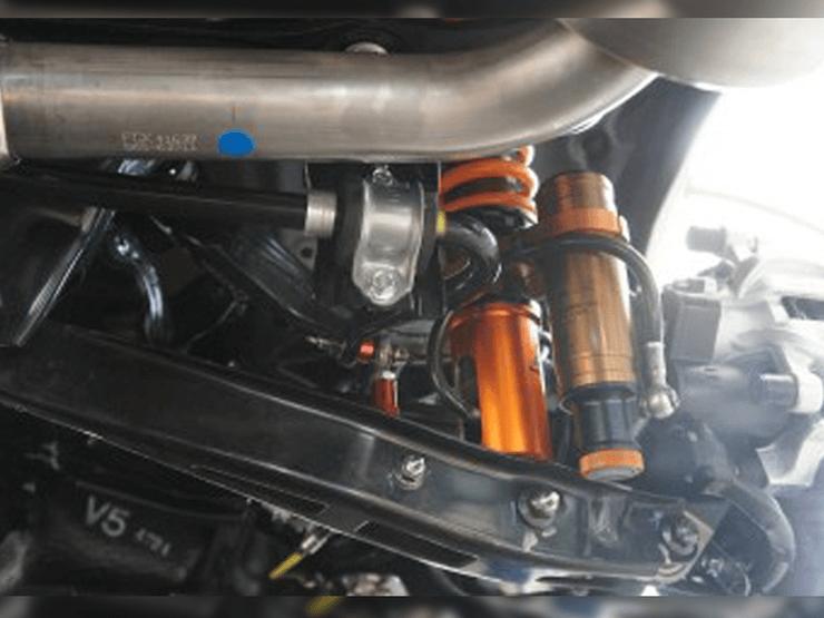 アラゴスタ車高調:レヴォーグ用(サブタンク付きモデル装着画像)