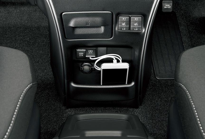 トヨタ・エスクァイア(80系)USB端子