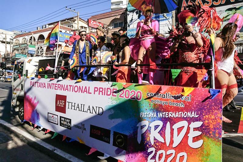 パタヤのゲイパレード