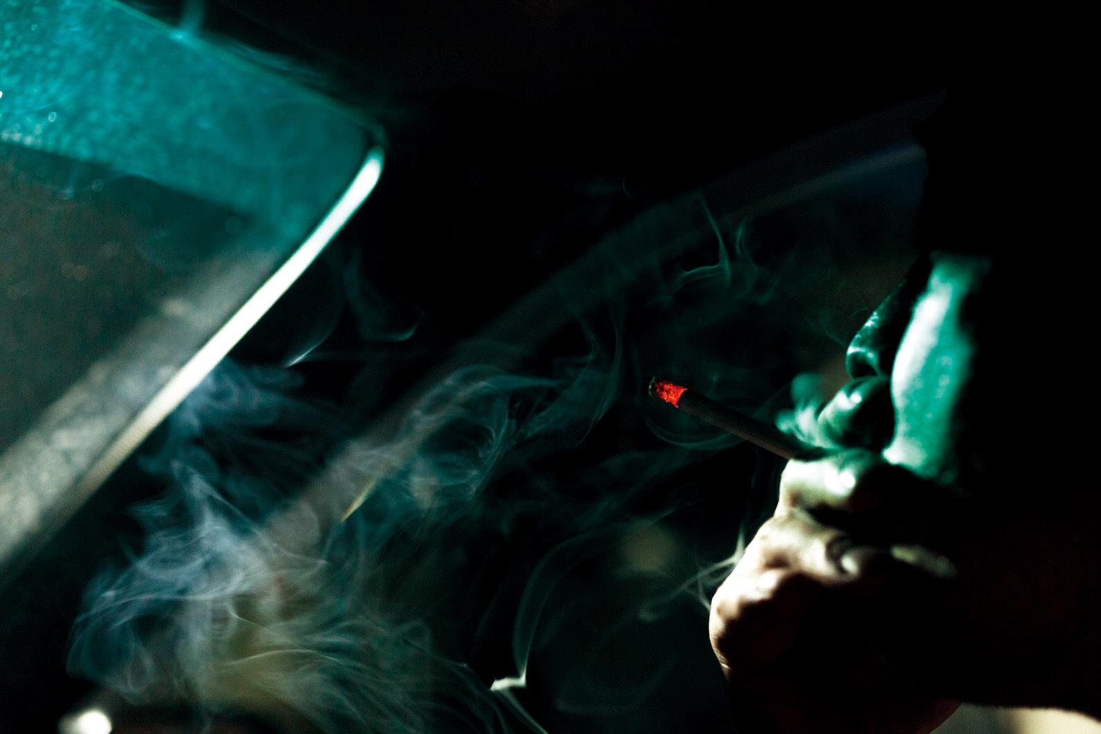 「煙」は逆光と背景を使って存在感を出すのがコツ