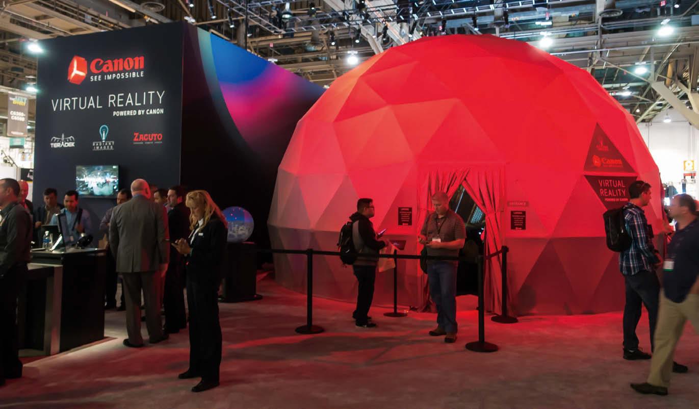 大型VR映像上映設備と映像世界に干渉できるデバイスの活用
