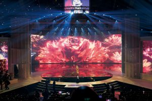 LED スクリーンを駆使した「第68回NHK 紅白歌合戦」の舞台美術