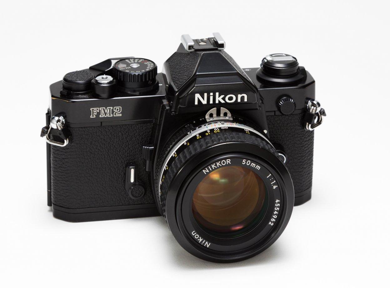 「フィルムの装填」はフィルムカメラ初心者のつまずきポイント。35mm一眼レフから中判カメラまで動画8本を紹介