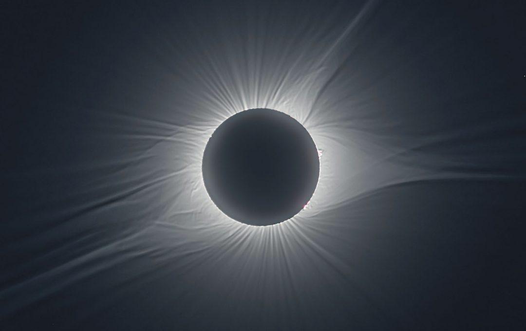 画面内の明るさに1000倍差がある「皆既日食」を余すところなく撮影する方法