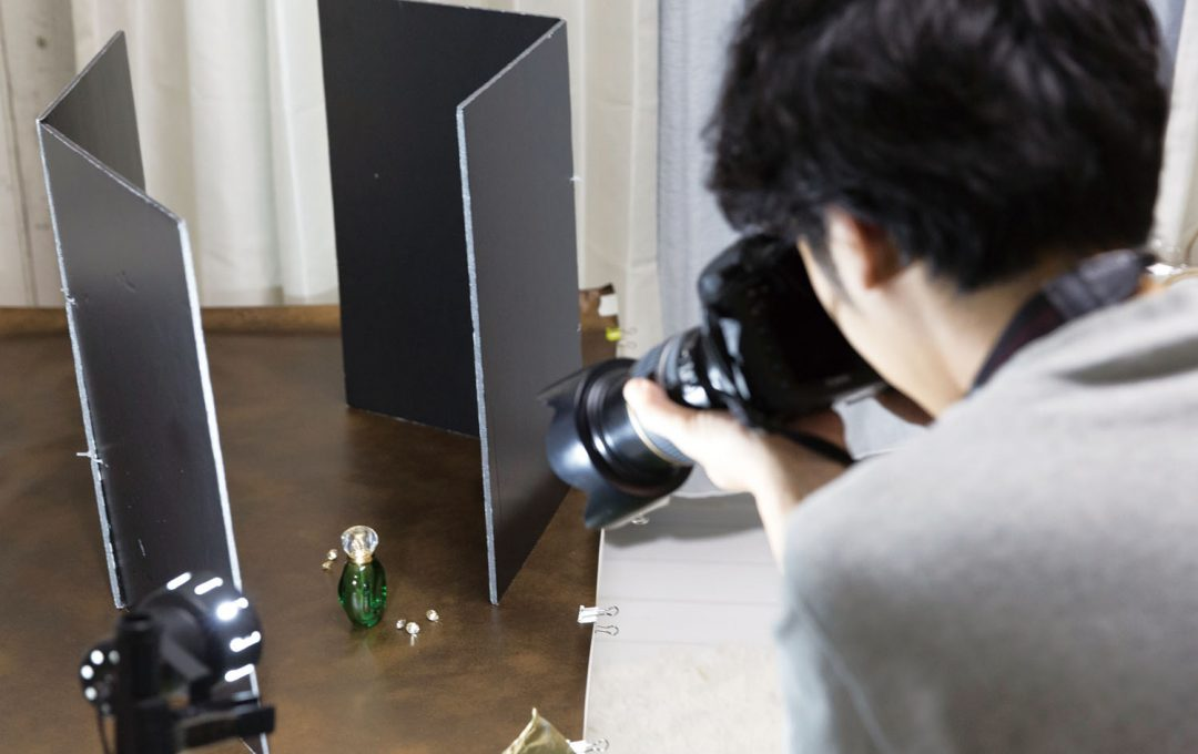 物撮りの基本 自然光やレフ板で作りだす「影」の操作法