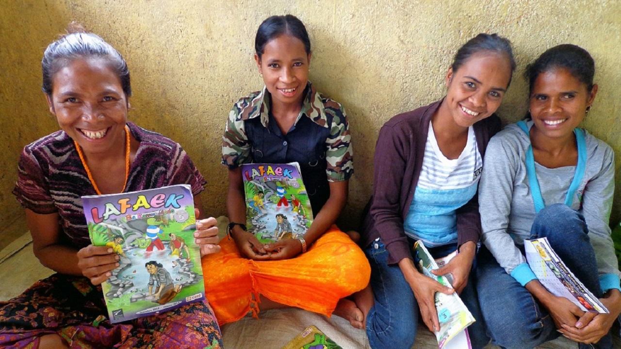 成人向けには、栄養、農業、読み書きなど生活に役立つ情報を掲載