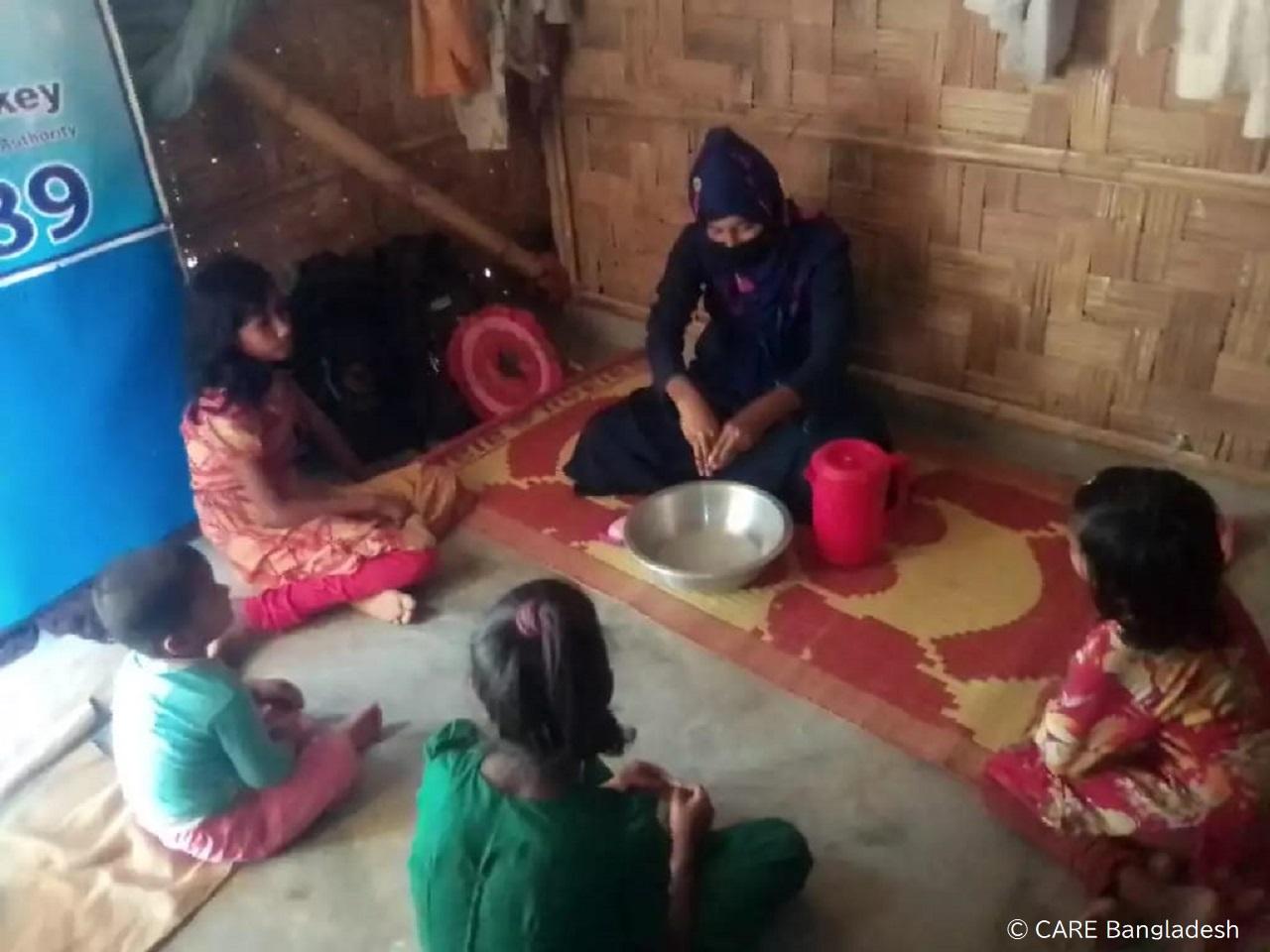 訪問によるロヒンギャ難民家庭への衛生啓発活動