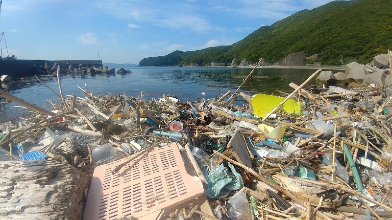 漂着ゴミの数々