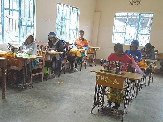 授業が再開された裁縫教室