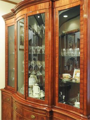 I様 曲げガラスを使用した棚の扉と棚板(割れ替え)