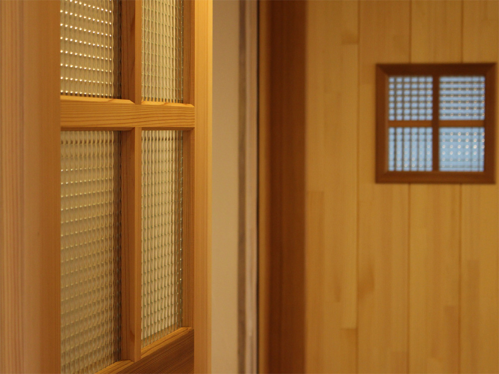 E様 木製ドア(引き戸)のガラス