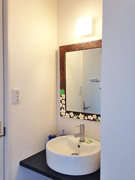 有限会社M様 洗面所の枠入れ鏡
