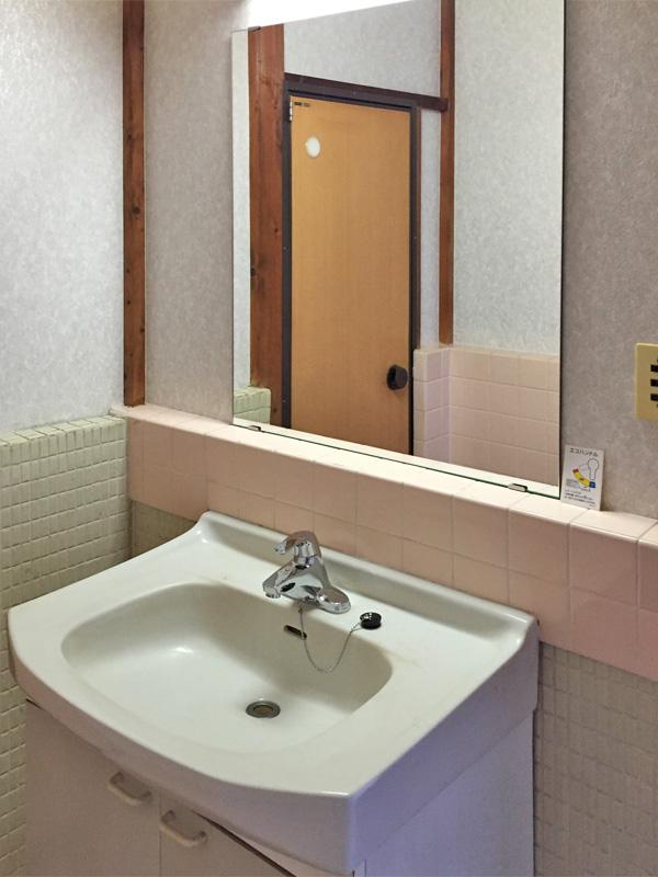 Y樣 洗面所の鏡の交換