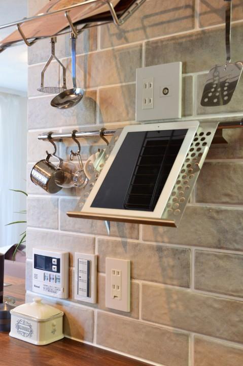 iPadも見やすい位置に置けるので、クックパッドも見やすい。