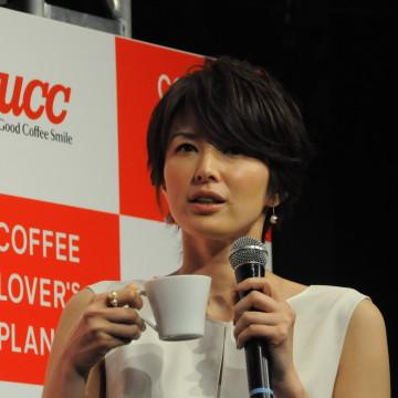 発表会には女優の吉瀬美智子さんも登壇。毎朝飲むコーヒ-好きだという。