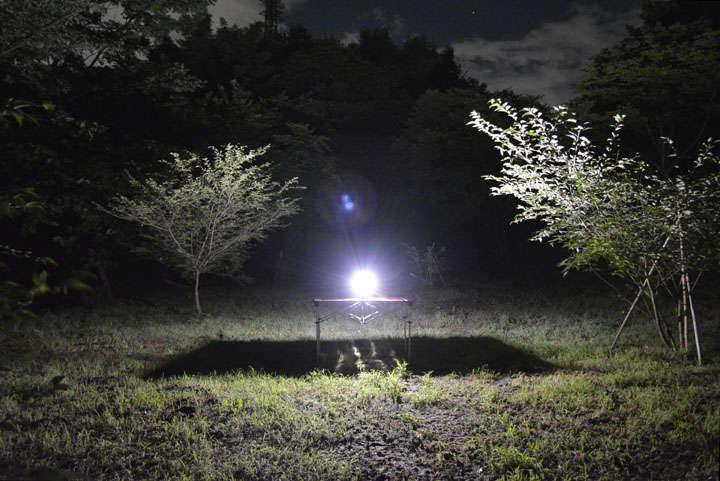 最も明るい白色モードを最大点灯。かなり明るく、さらに白い明かりなので、照らされたところが明瞭に見える