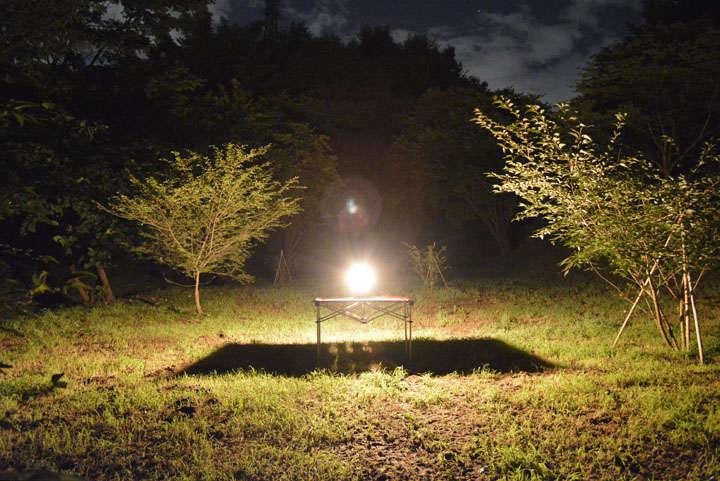 とにかく明るい。マントル式ランタンといえば光のゆらぎが特徴だが、そんなゆらぎすら忘れさせられるほど強力に周囲を照らす