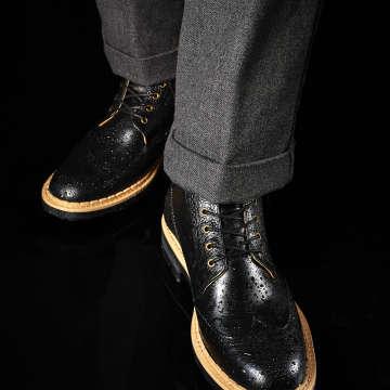 ブーツタイプのブラックソールタイプはジャケットにも合う