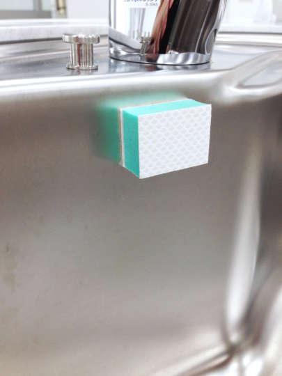 ペタッと貼れるクレンザーパッド_小久保工業所_貼り付ける
