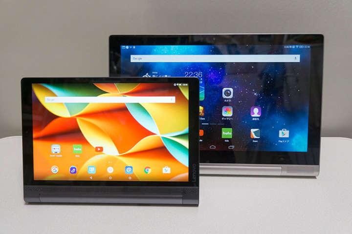 2014年11月に発売された「YOGA Tablet 2 Pro」(写真後ろ)と、15年11月に発売された「YOGA Tablet 3 Pro」(写真手前)