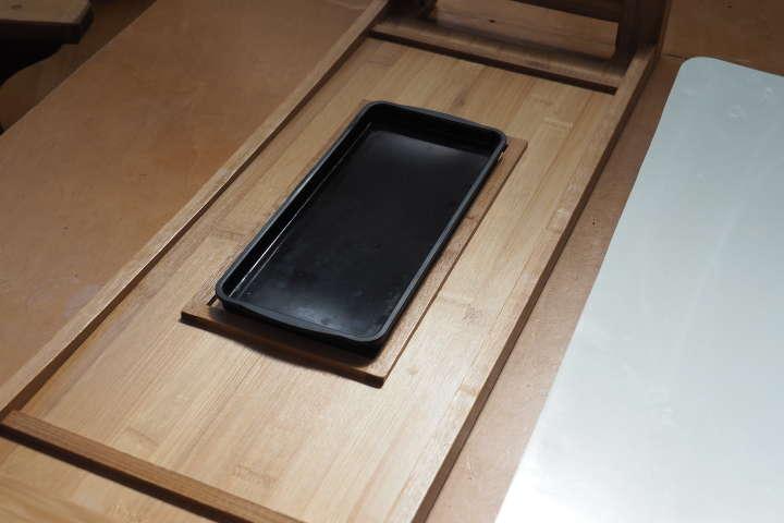 竹製スタンド上に油受け皿をセット。この皿を洗うだけでいい。