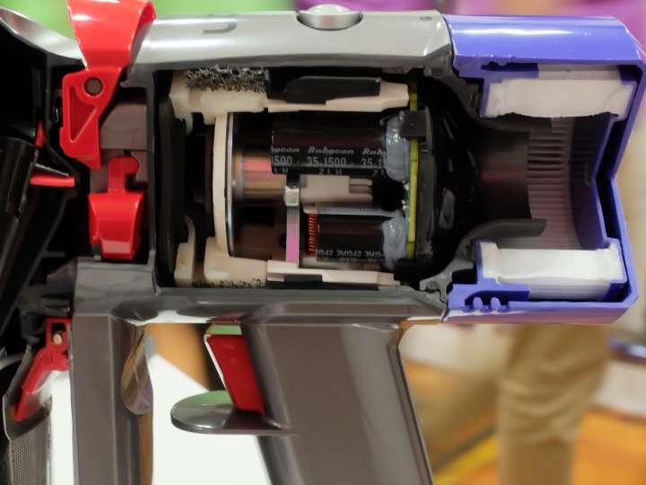 モーター、バッテリーともにバージョンアップ。音が約50%軽減したのも大きな特徴