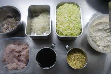 材料には蕎麦粉と蕎麦の実も入っている