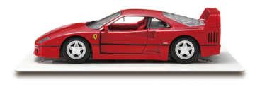F40/フェラーリ社創業40周年を記念した限定モデルとして1987年に登場。エンツォ・フェラーリが関わった最後のモデルで、478馬力を発生するV8ツインターボエンジンを搭載する。