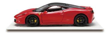 458イタリア/車名に祖国の名を冠したスポーツモデルとして、2009年に発表。エンジンのほか、ボディ、シャーシも総アルミ製となる軽量ボディに、4.5リッターのV8エンジンを積む。