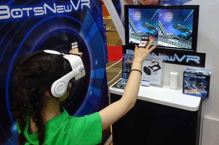 手の動きに反応する新機能を搭載。VRの臨場感溢れる演出と完璧にマッチ!