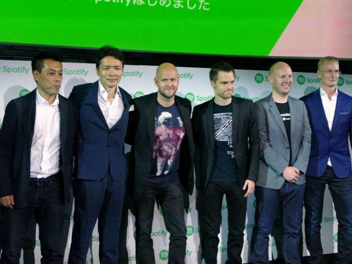 左から、、Spotify JAPAN株式会社 ライセンシング&レーベル リレーションズ ディレクター 野本晶氏、Spotify JAPAN株式会社 玉木一郎氏、Spotify CEO ダニエル・エク氏、Spotify JAPAN株式会社 代表取締役 ハネス・グレー氏、Spotify プロダクト ディレクター デイブ・プライス氏