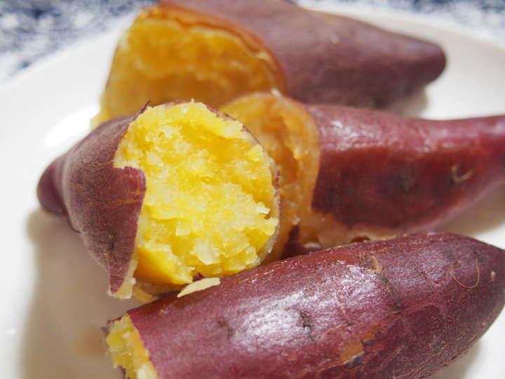 ほくほくしたおいしそうな焼き芋です。