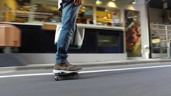 自転車などの移動手段に代わってWALKCAR という選択肢が加わる。