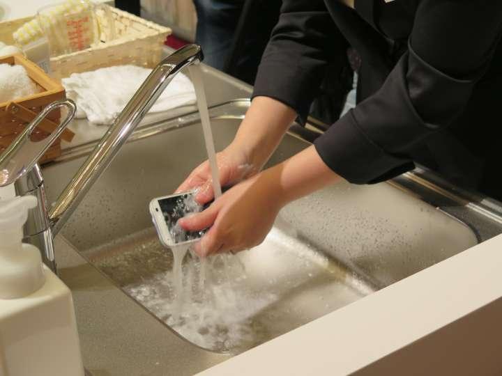 泡ソープで洗えるrafre(ラフレ)。5インチHDディスプレイを搭載