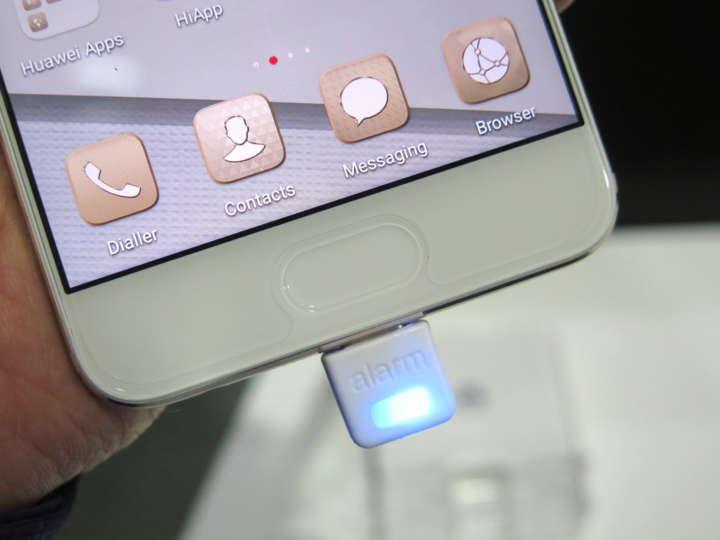 ディスプレイの下に指紋認証機能を備えた「Smart Touch」を搭載