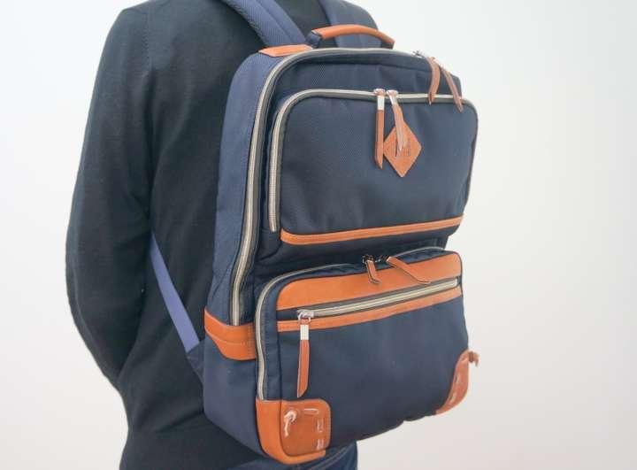 c2bf03f8a495 スポーツ用品メーカーのミズノが販売する「グラブ革バックパック」は、ハンドルや底角に野球のグラブと同じ素材を用いたバッグです。リュックの部位のなかでも摩耗の  ...