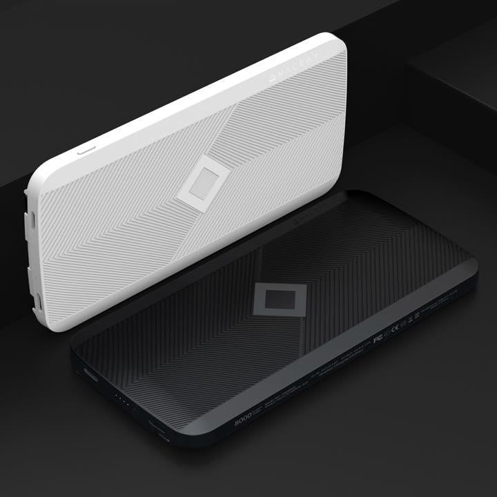 11e02df099 すっきりとしたスタイリッシュなデザインの本体 は、ブラックとホワイトの2色を用意。次世代型の新しいモバイルバッテリー、一台持っているとかなり役立ちそうです。