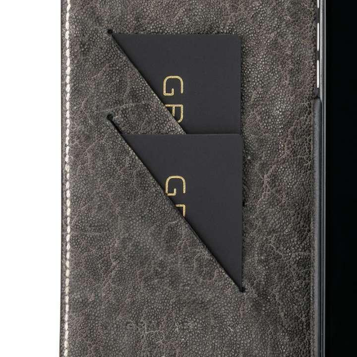 f3f4f6f151b7 また、2枚のカードを収納できるカードホルダーは、縦横2点で押さえてICカードの脱落を防止します。ケースを装着したままワイヤレス充電ができるので、いちいち着脱する  ...