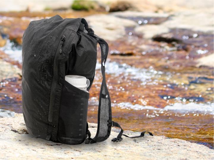 3ef0e9ae5d96 でも、超軽量のバックパック「Catalyst Waterproof 20L Backpack(カタリスト 完全防水バックパック 20L)」があれば準備は 万端です。